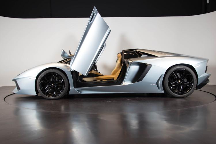 2014 Lamborghini Aventador Roadster  6