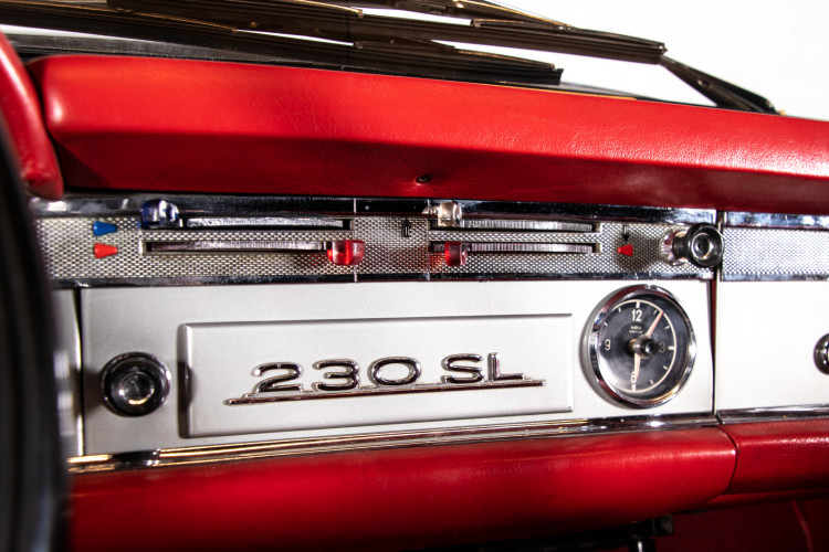"1966 Mercedes-Benz 230 SL ""Pagoda"" 17"