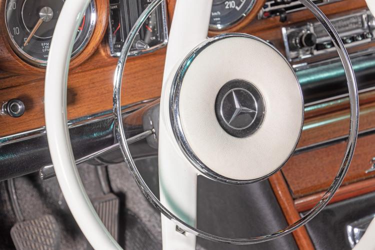 1963 Mercedes-Benz 220 SE 18