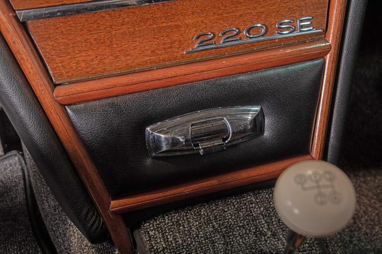 1963 Mercedes-Benz 220 SE 28