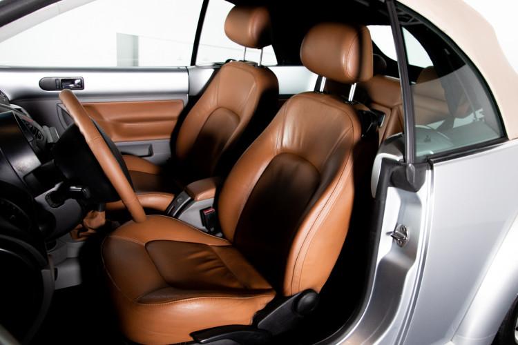 2004 Volkswagen New Beetle Cabriolet 17