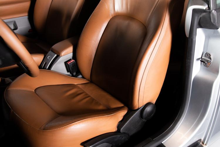 2004 Volkswagen New Beetle Cabriolet 20