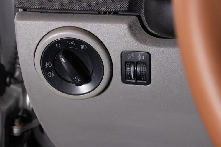 2004 Volkswagen New Beetle Cabriolet 22