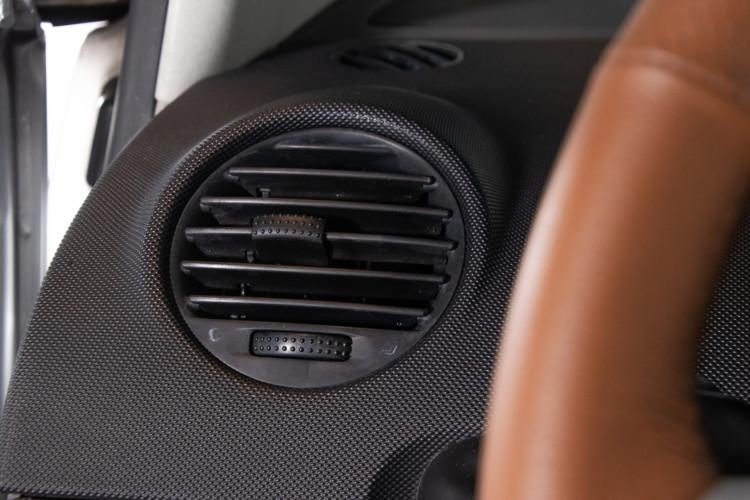 2004 Volkswagen New Beetle Cabriolet 21