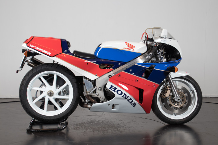 1992 Honda RC 30 3