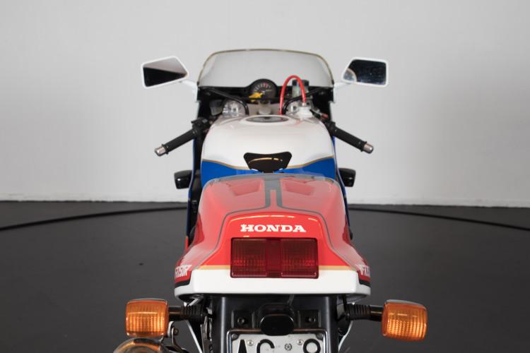 1992 Honda RC 30 4