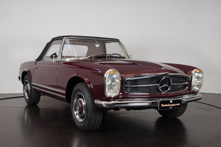 1963 Mercedes-Benz 230 SL 2