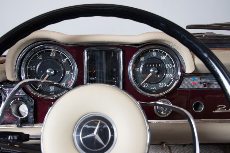1963 Mercedes-Benz 230 SL 15