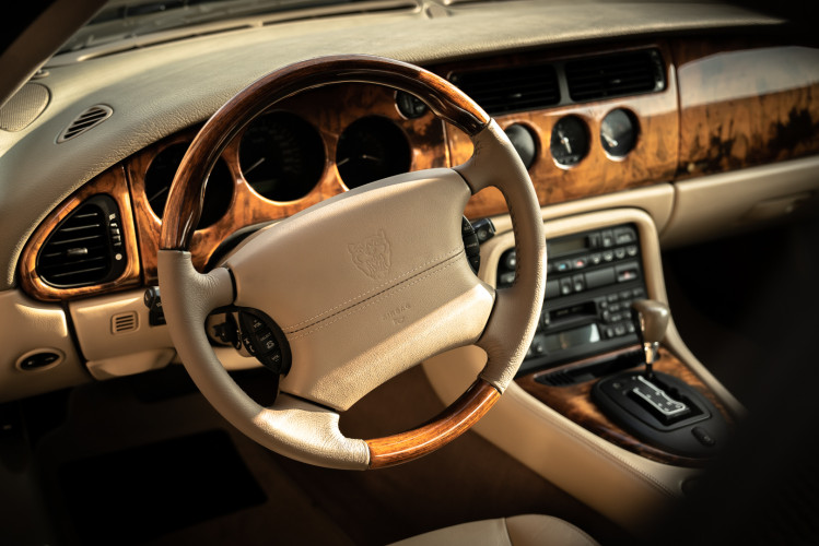 2002 Jaguar 4.2 XKR Coupé 26