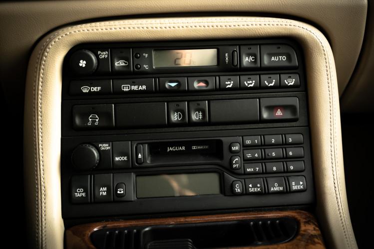 2002 Jaguar 4.2 XKR Coupé 40
