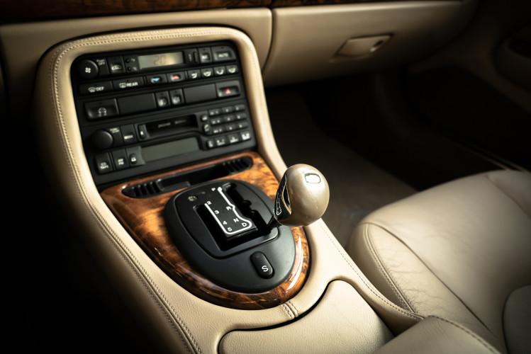2002 Jaguar 4.2 XKR Coupé 41