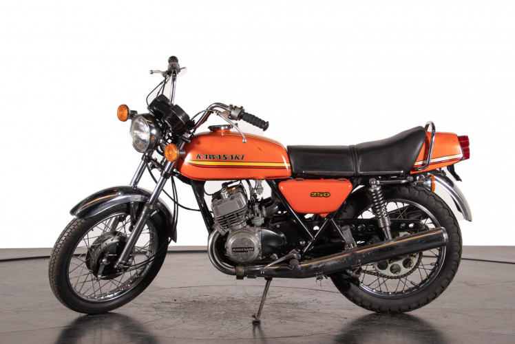 1972 Kawasaki 250 2