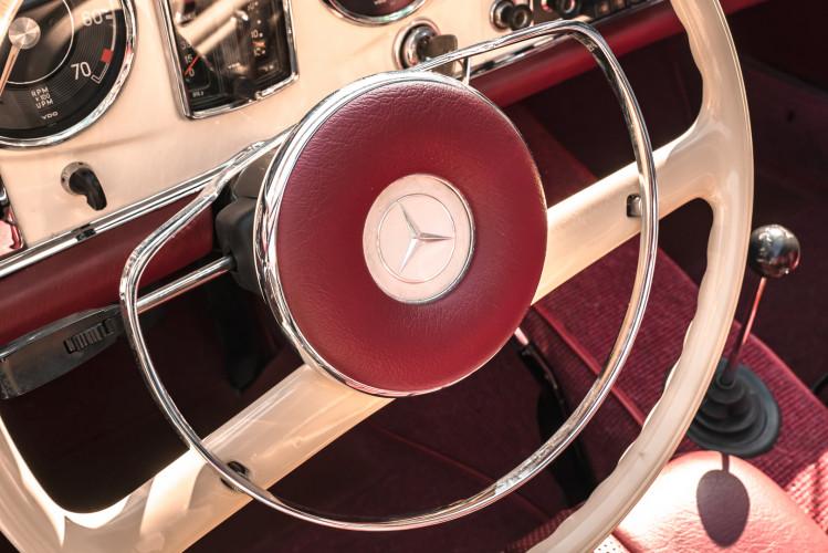 1966 Mercedes-Benz SL 230 Pagoda 22