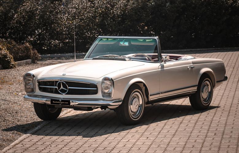 1966 Mercedes-Benz SL 230 Pagoda 0
