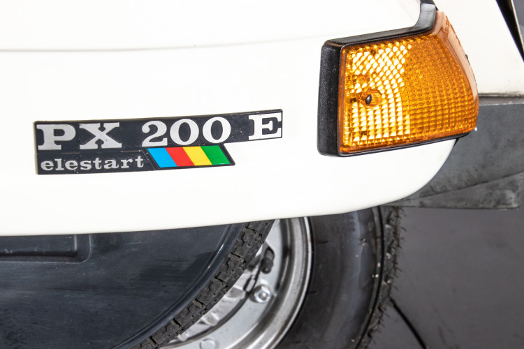 1986 piaggio vespa PX 200 ELESTART 8