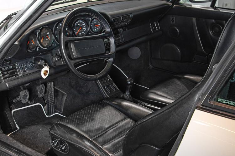 1990 Porsche 964 Carrera 4 16