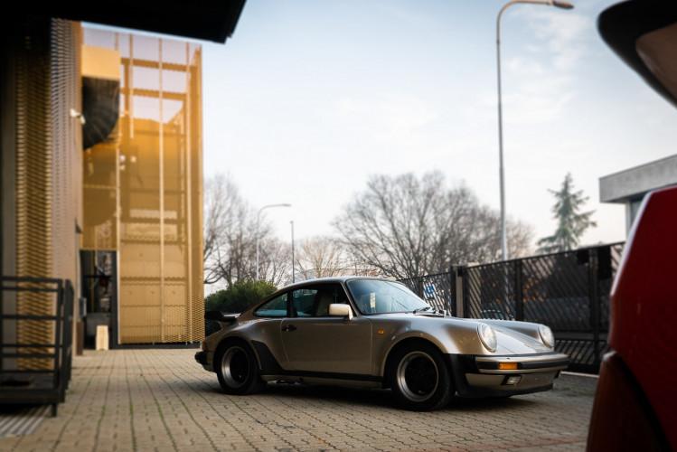 1985 Porsche 930 Turbo 10