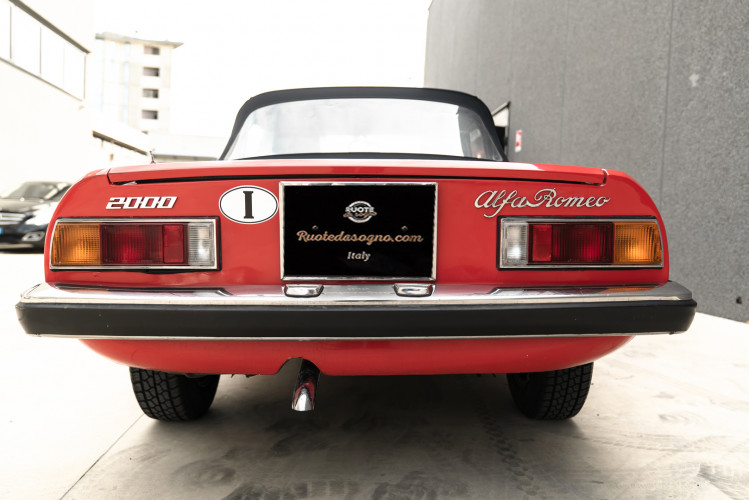 1976 Alfa Romeo Spider 2000 Duetto 4