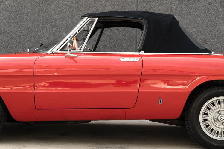 1976 Alfa Romeo Spider 2000 Duetto 12