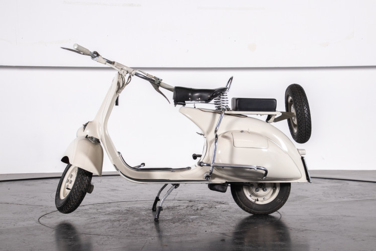 1953 Piaggio Vespa 125 VM1T 23
