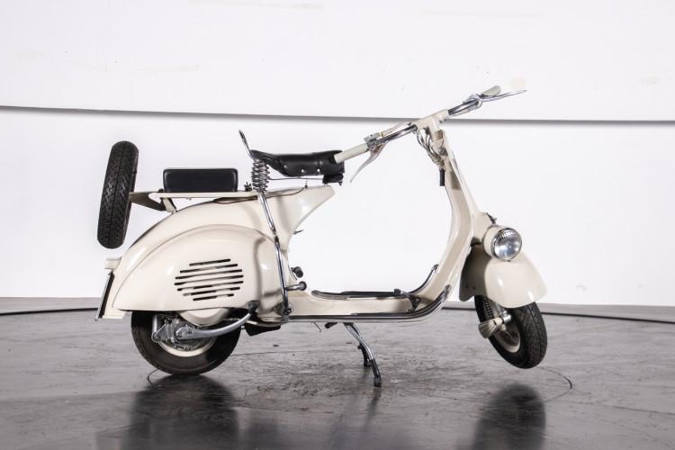 1953 Piaggio Vespa 125 VM1T 28