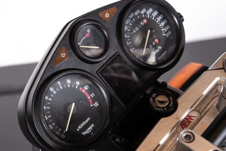 1993 Triumph Trident 900 14