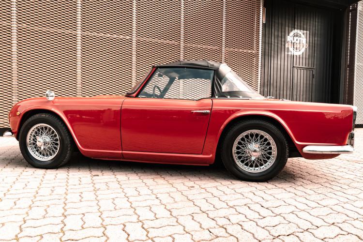 1963 Triumph TR4 11