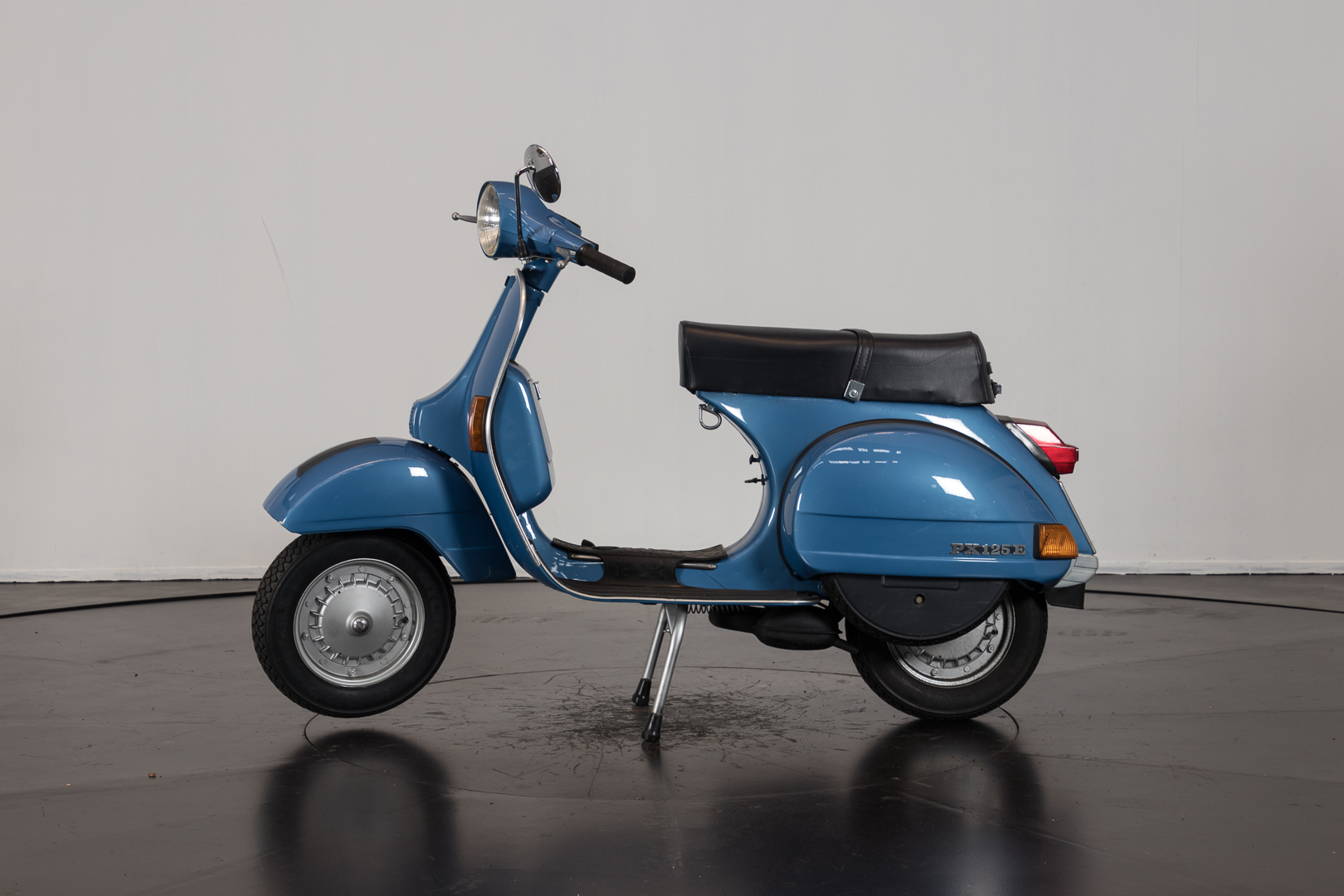 1982 piaggio vespa px 125 e piaggio moto d 39 epoca ruote da sogno. Black Bedroom Furniture Sets. Home Design Ideas